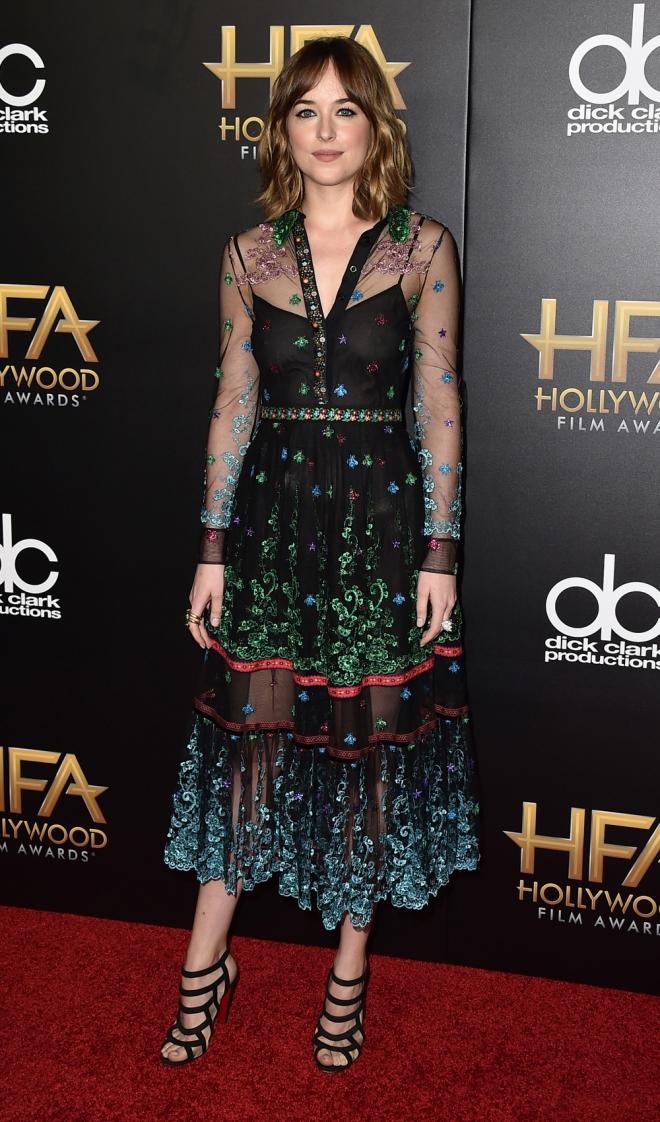 Hollywood Film Awards: Dakota Johnson, radiante y estupenda