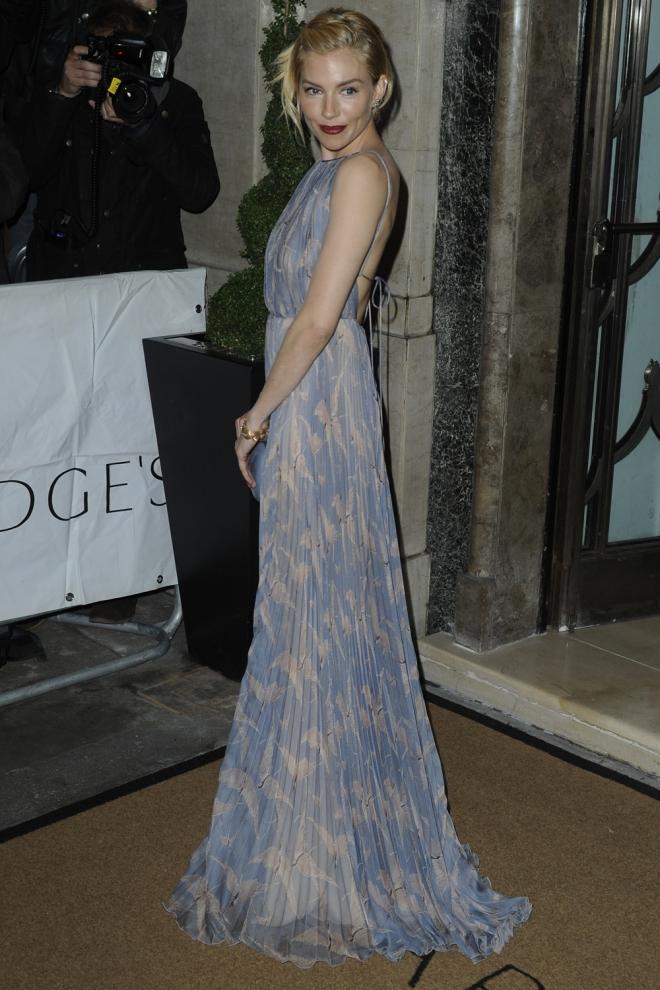 Sienna Miller, muy elegante