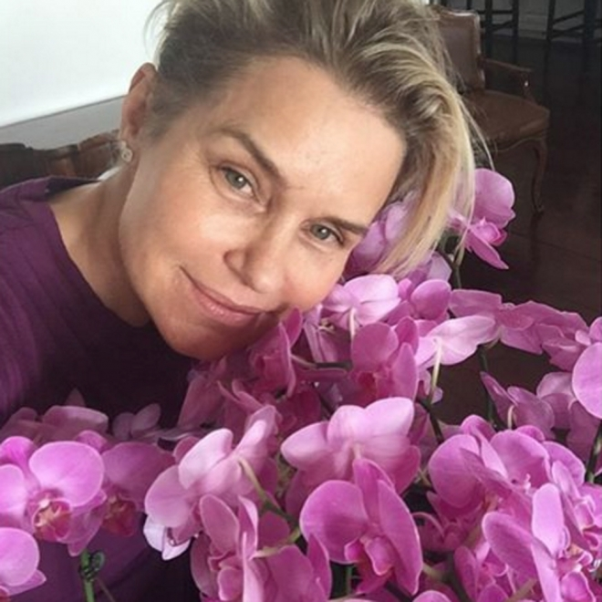 La madre de Bella y Gigi Hadid adora las flores en Instagram