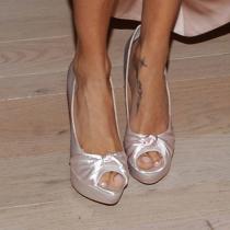Pies de famosas: los pies de Adriana Lima