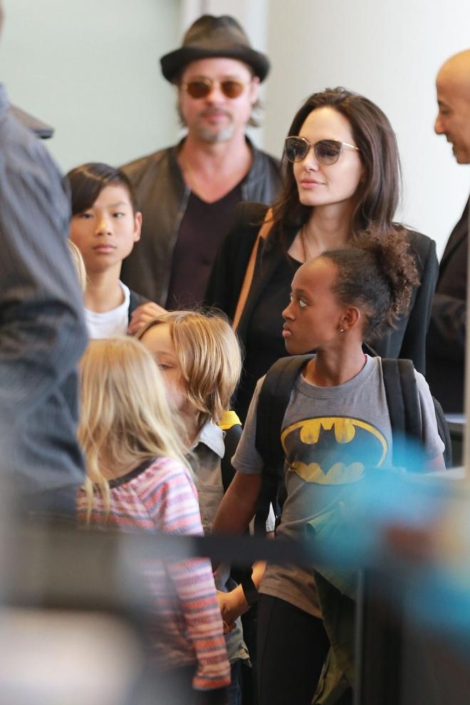 Angelina Jolie y Brad Pitt, entregados a su familia