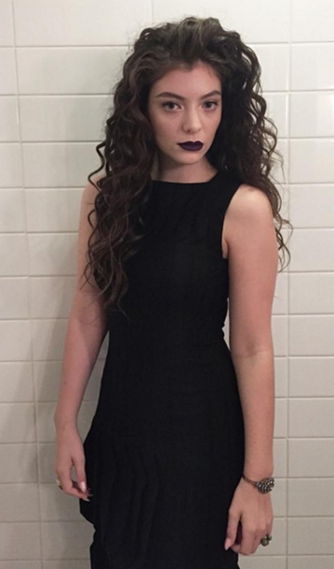 Lorde, total black