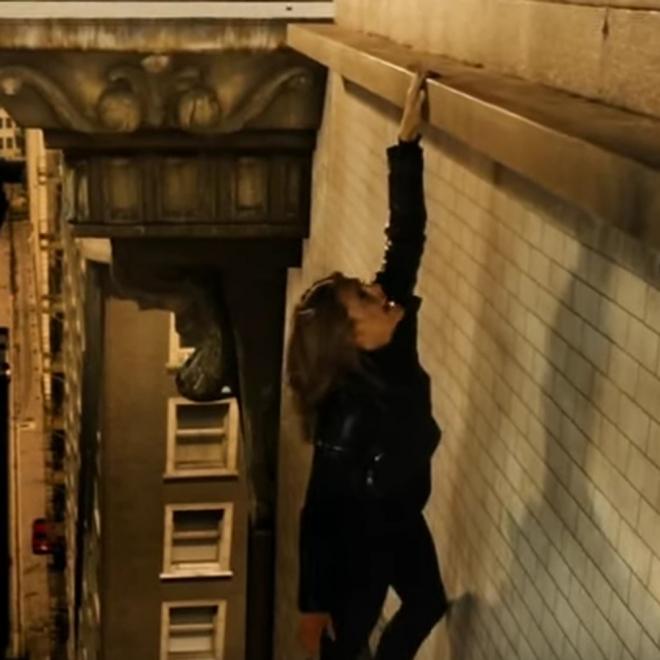 Castle: Beckett a punto de caer desde la azotea de un edificio
