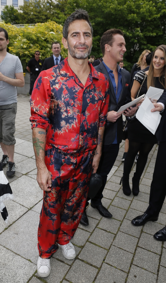 Famosos con pijama en la red carpet: Marc Jacobs