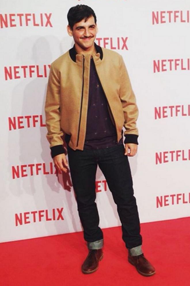 Fran Perea, look casual para Netflix