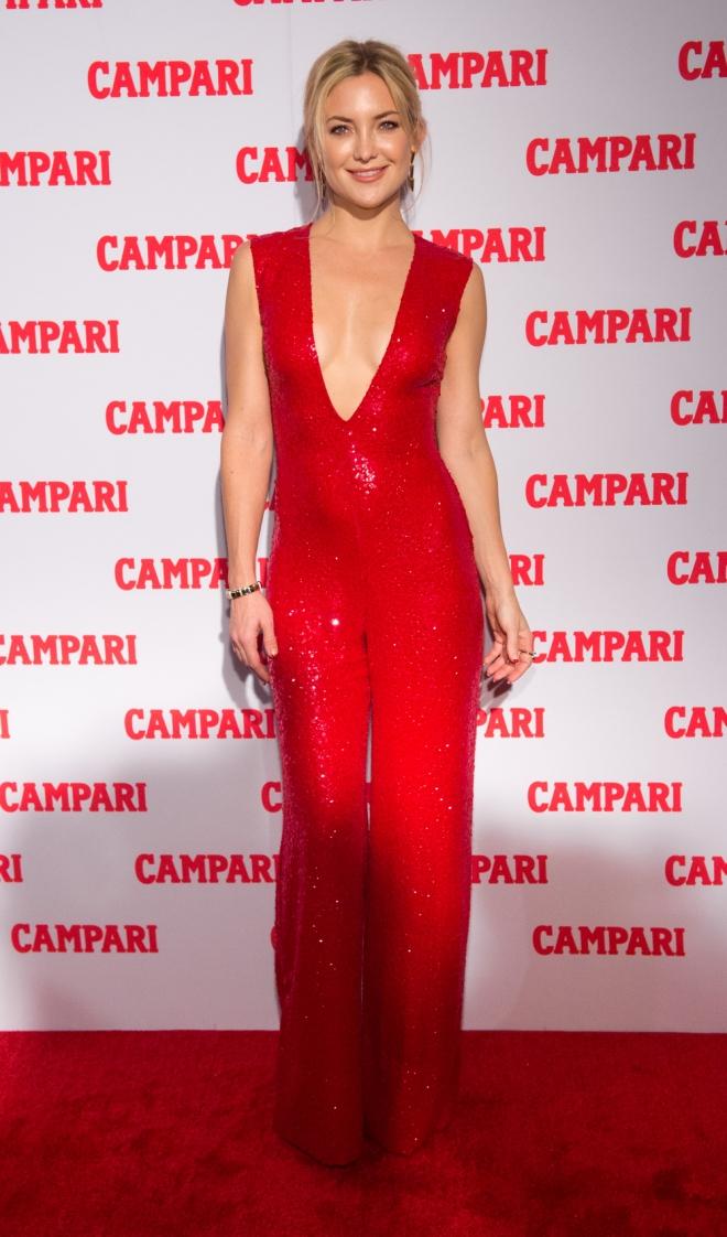 Kate Hudson, total red