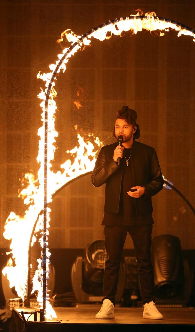 Gala AMAs 2015: The Weeknd juega con fuego
