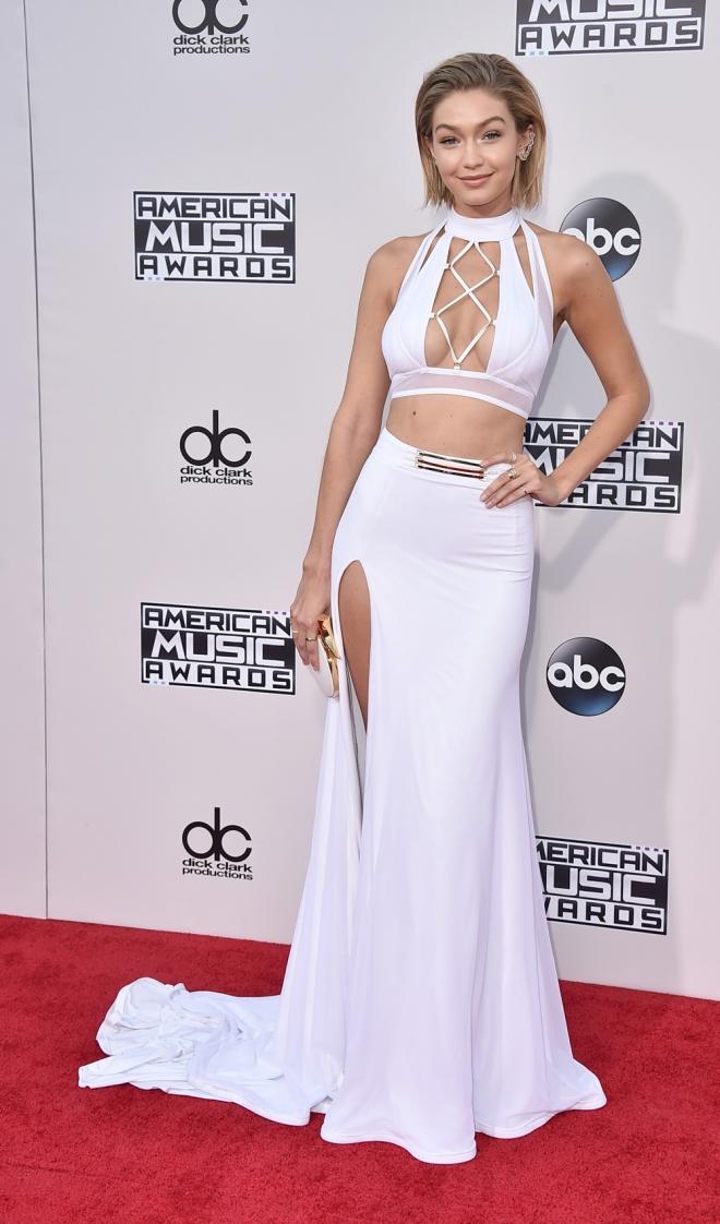 03a6788250 AMAS 2015  un vestido blanco que le quedaba mal a Gigi Hadid