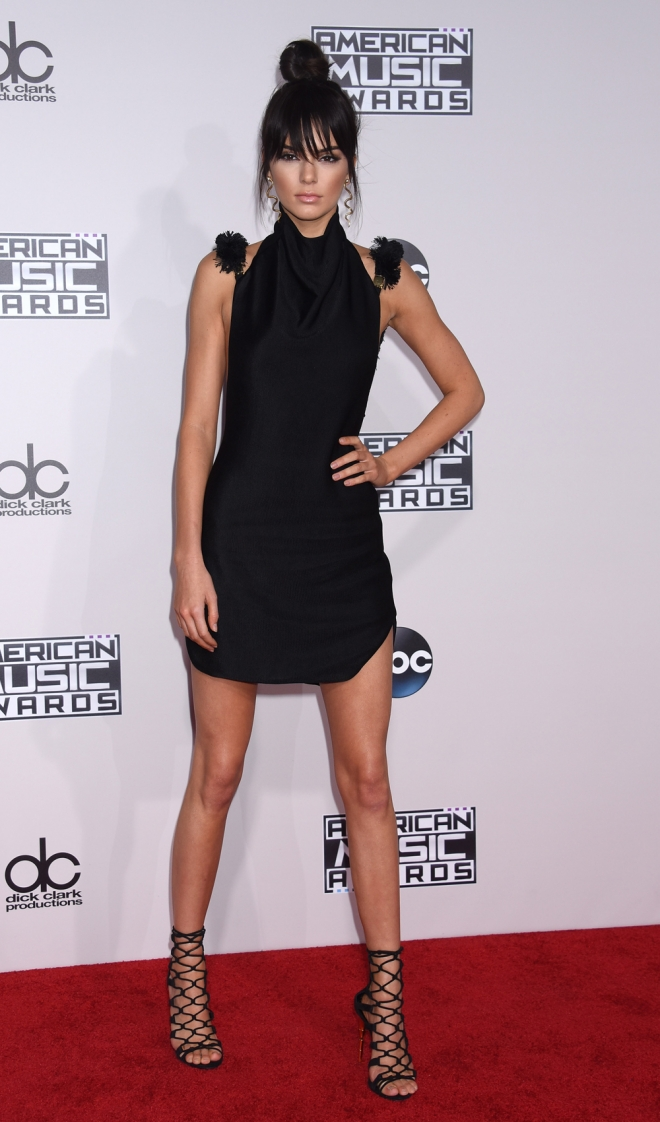AMAS 2015: el look de andar por casa de Kendall Jenner