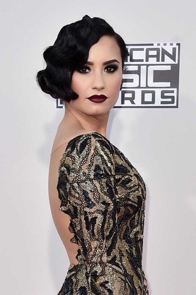 Peinados AMAs 2015: Las ondas al agua de Demi Lovato