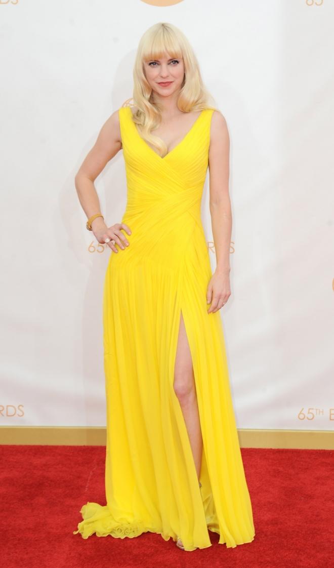 Anna Faris apuesta por el amarillo