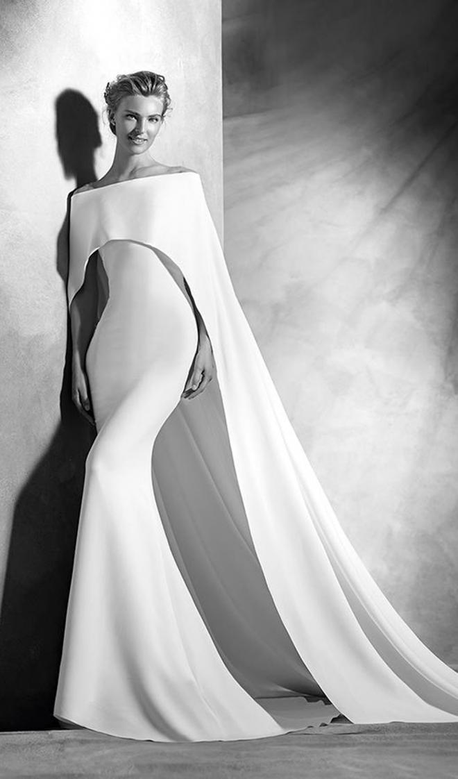 Vestidos de novia 2016: un diseño con capa de Pronovias