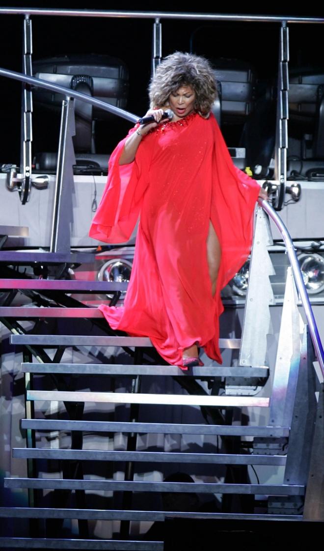 Tina Turner, toda una diva de rojo