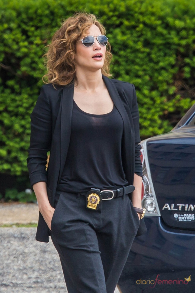 Jennifer Lopez es la dueña del universo porque nadie es tan sexy vestida de policía