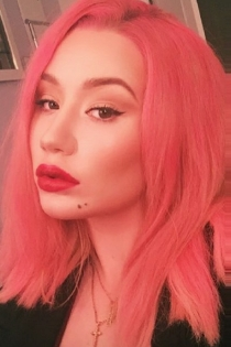 Pelo de colores: Iggy Azalea apuesta por el rosa