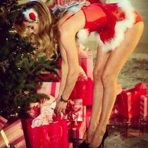 Doutzen Kroes, una sexy ayudante de Navidad
