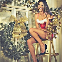 Alessandra Ambrosio y su Navidad más sexy