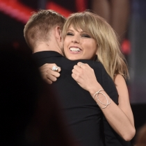 El abrazo más sincero de Taylor Swift y Calvin Harris