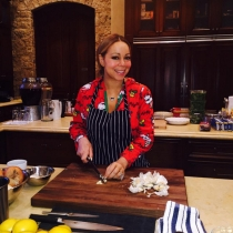 Mariah Carey, toda una cocinera preparando la Navidad