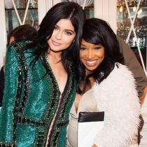 Kylie Jenner, de brillos y amigas en Navidad