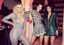 Khloé Kardashian, con Kendall y Kylie Jenner