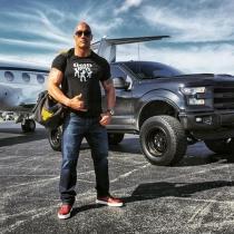 Famosos que son altos: Dwayne Johnson, 196 centímetros de músculo