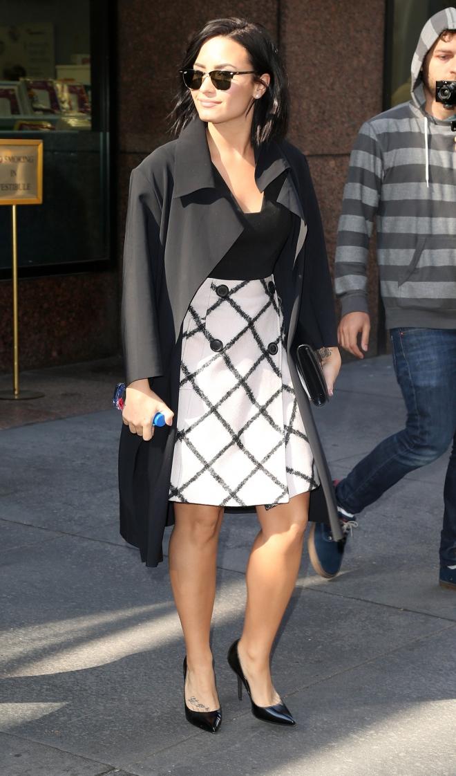 Falda de cuadros de Demi Lovato, un gran acierto