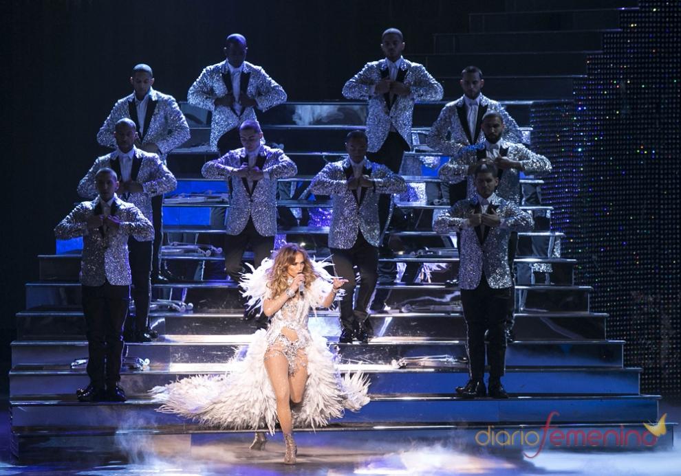 Una capa, el mejor complemento de Jennifer Lopez
