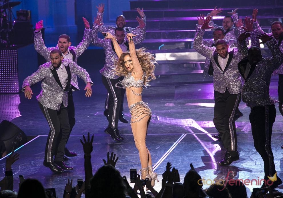 Jennifer Lopez con su brillante body de Swarovski