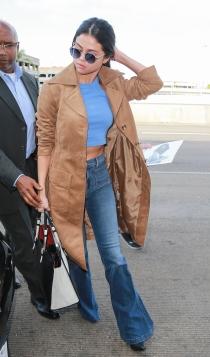 Selena Gomez, otra celebrity con pantalones de campana