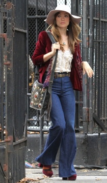 Olivia Wilde, un look tipo años 70 con pantalones de campana