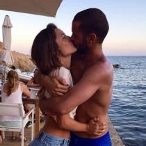 Besos y más besos, así se aman Malena Costa y Mario Suárez