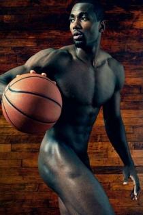 Hombres desnudos del deporte: Serge Ibaka, cuerpo perfecto