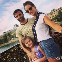 Alessandra Ambrosio y Jamie Mazur, con su hija Anja Louise