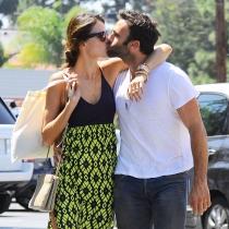 Besos y besos, así es el amor de Jamie Mazur y Alessandra Ambrosio