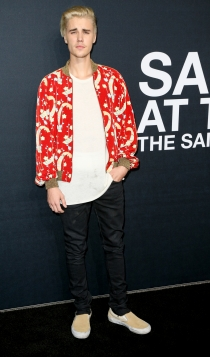 Desfile Saint Laurent: Justin Bieber, siempre llamativo