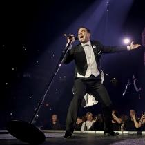 Las fans de Robbie Williams, encantadas cuando lo dan todo