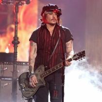 Momentazos Grammys 2016: Johnny Depp, actuando en el escenario
