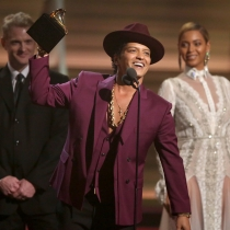 Momentazos Grammys 2016: Bruno Mars interrumpiendo a Kendrick