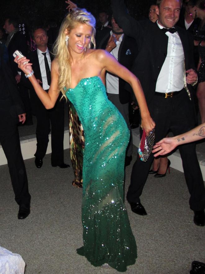 Paris Hilton, toda una profesional del baile en la noche