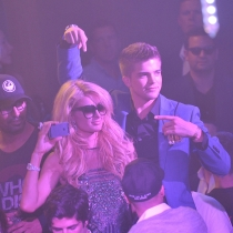 Paris Hilton, party animal y reina de los selfies