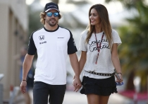 Fernando Alonso y Lara Álvarez, enamoradísimos