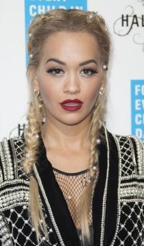 Boxer braids: las trenzas de Rita Ora, decoradas