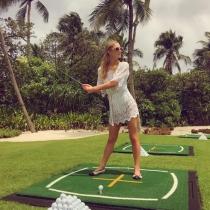 Paris Hilton cambia las copas por los palos de golf