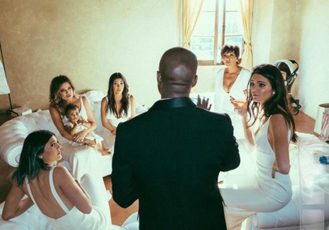 Las Kardashian - Jenner, dama de honor en la boda de Kim y Kanye West