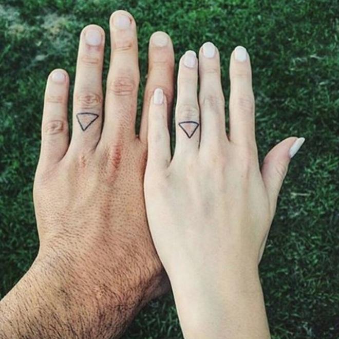 Tatuajes Para Parejas Un Anillo De Compromiso En Tinta