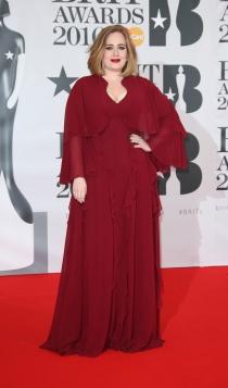 Brit Awards 2016: Adele, exuberancia en rojo