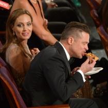Momentazos Oscars: Brad Pitt comiendo pizza
