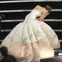 Momentazos Oscars: la caída de Jennifer Lawrence