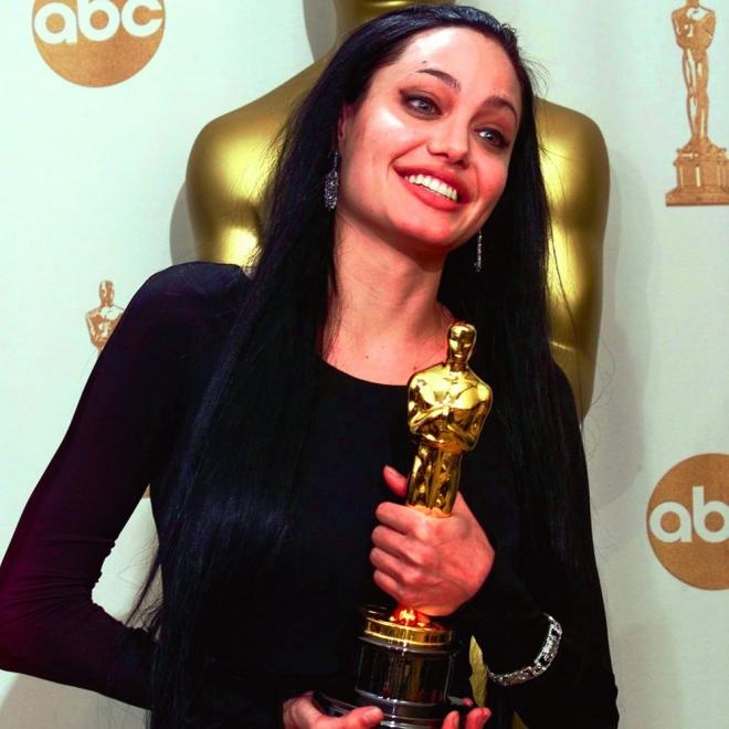 Actrices que ganaron un Oscar: Angelina Jolie cuando era gótica